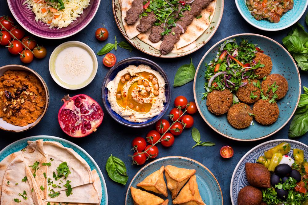 Típica mesa libanesa.